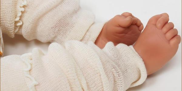 レッグウォーマーを付けている赤ちゃん